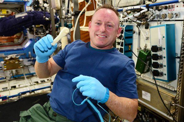 NASA e-mailt een moersleutel naar de ruimte