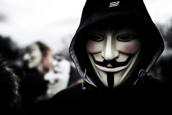 Anonymous plant aanslagen op IS