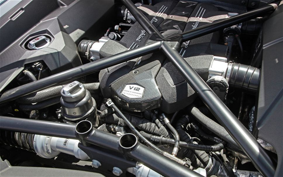 2014-lamborghini-veneno-engine