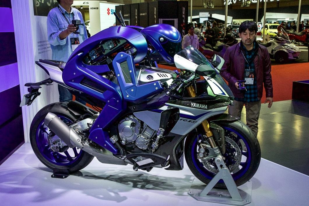 yamaha-motobot-motorcycle-riding-robot-10