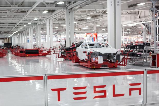 Tesla-Motors-to-Develop-Gigafactory-With-Apple